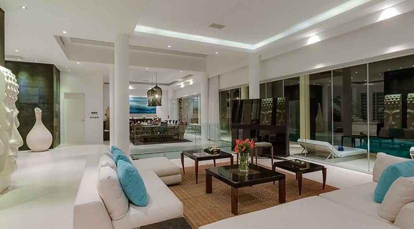 Grand-Cliff-Front-Residence---Light-living-room