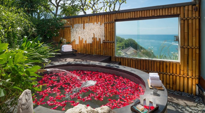 Villa Bidadari Cliffside Estate - Ocean View Villa from Bathroom