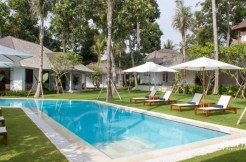 The Cotton House - Pool and Sunlounger