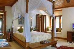 Des Indes Villa One - Spacious Bedroom at pavillion