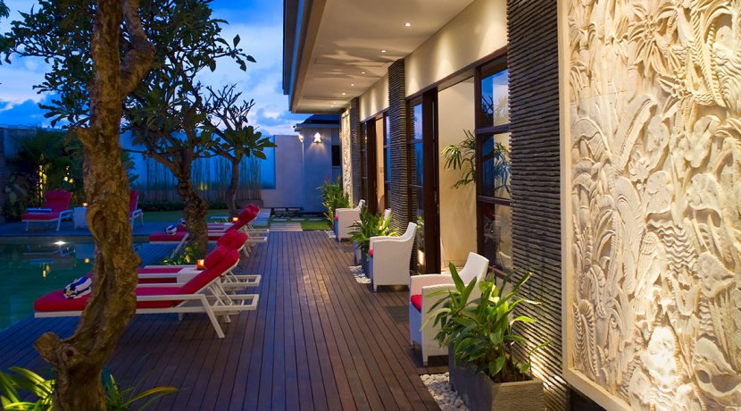 32-Villa-Lega---Poolside-deck-at-night