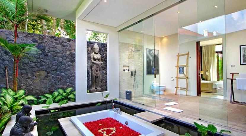 5.-Villa-Kalyani---Third-bedroom-ensuite-bathtub