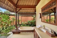 Impiana Villa Canggu - Cottage Bathroom