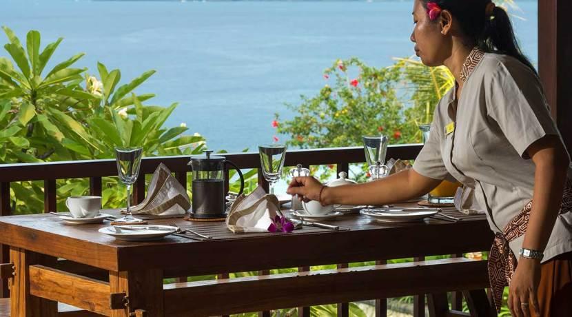 06-Villa-Asada---Balcony-dining-setting