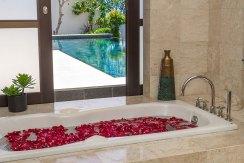 12.-Villa-Adenium---Downstairs-master-suite-ensuite-bathroom