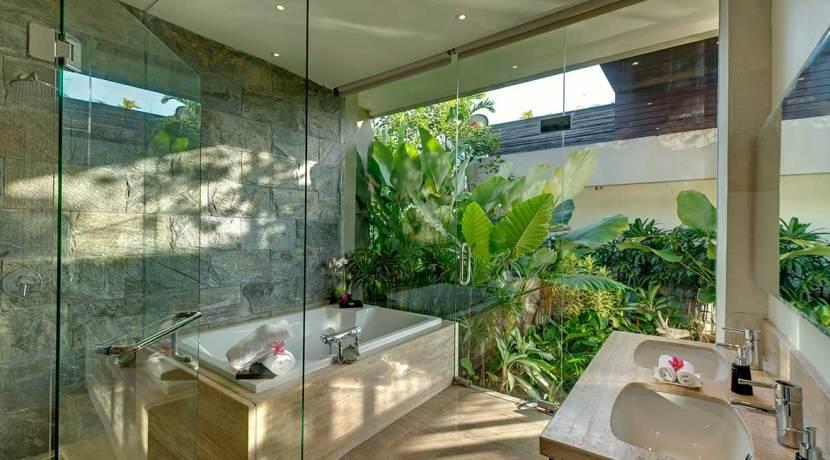 19-Villa-Aiko---Guest-bathroom