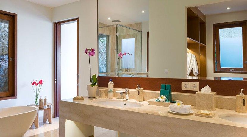 19.-Pandawa-Cliff-Estate---Villa-Markisa---Guest-bedroom-ensuite-style