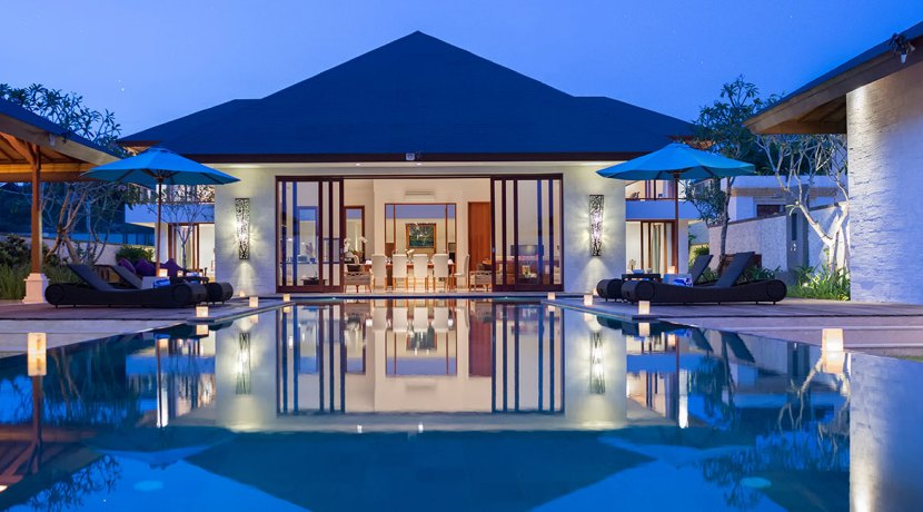 24.-Pandawa-Cliff-Estate---Villa-Marie---The-villa-lit-up-at-night