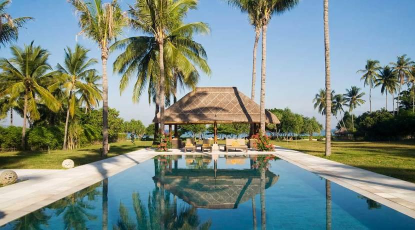 3.-Villa-Sepoi-Sepoi---View-of-pool-bale-&-garden-through-to-the-sea