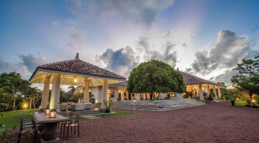 Villa Mayurana - Villa at Dusk