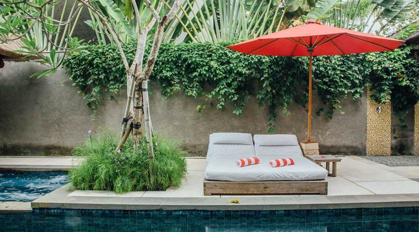Pool-sun-loungers
