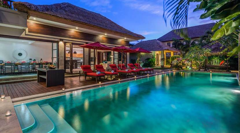 The-Residence,-Seminyak---Villa-Nilaya---The-villa-at-night