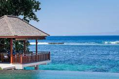 13.-Villa-Tirta-Nila---Outdoor-dining-hanging-above-crystal-clear-waters