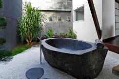 Villa Kailasha_0004_15. The Layar -1 bedroom - Outside bath
