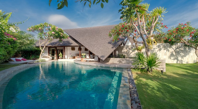 Villa Kailasha_0005_15-The Layar - 3 bedroom - Pool and gardens