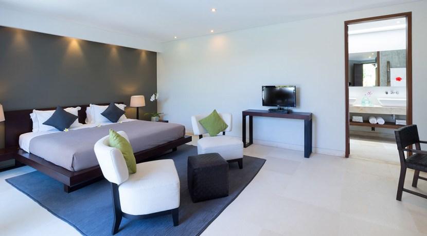 Villa Kailasha_0006_10-The Layar - 2 bedroom - Master bedroom