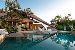 Villa Kailasha_0008_12-The Layar - 3 bedroom - Sunrise over the pool