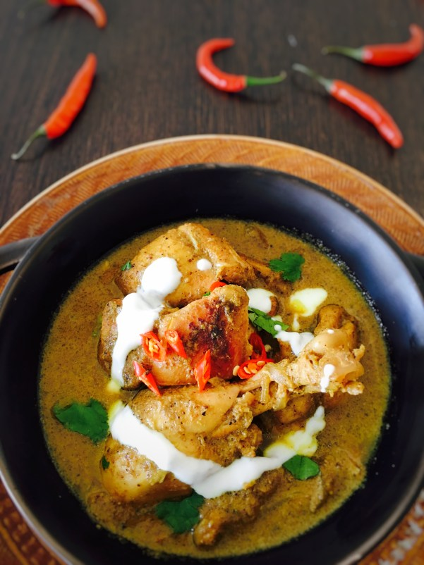 Chicken in green chilly curry