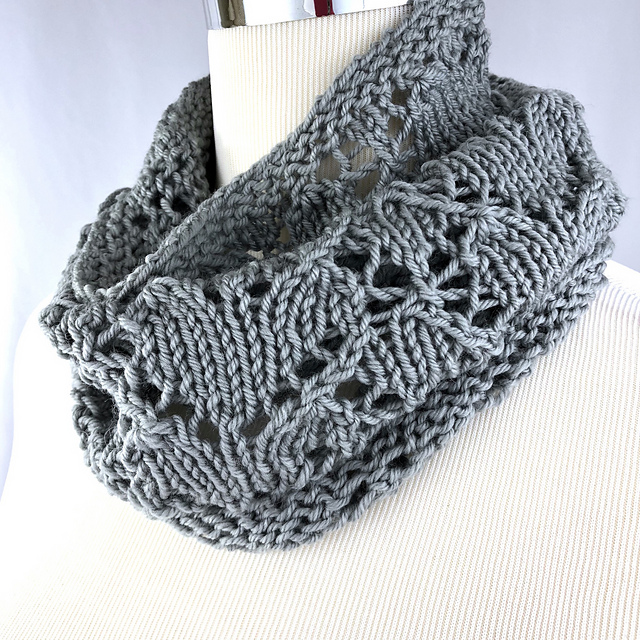 Betwixt Mine Eye and Heart cowl