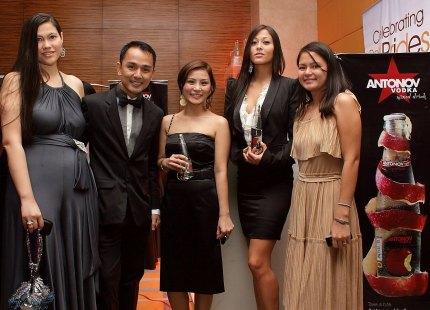 Fashionistas Monica Figueroa, Hilque Dairo, Nica Chua, Eden Wuest, Milky Filio