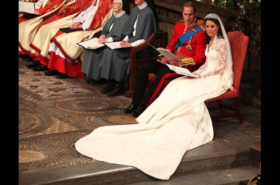 Kate Middleton - 6 feet train wedding dress