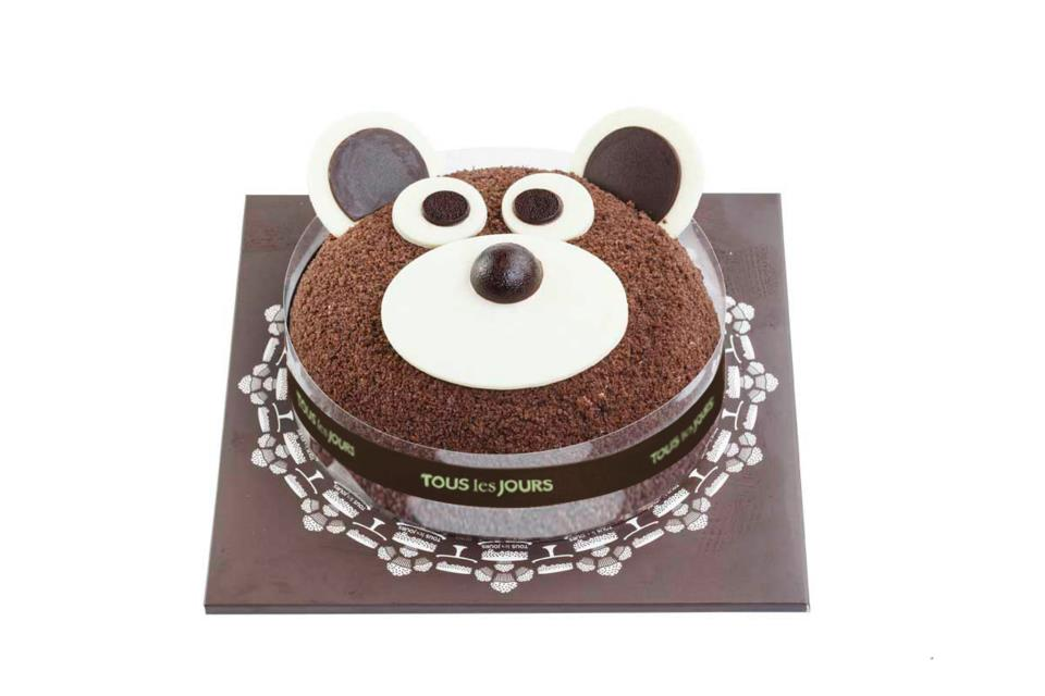 tous les jours cutie bear cake for my little warrior. Black Bedroom Furniture Sets. Home Design Ideas