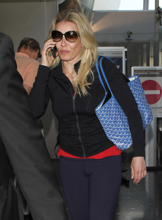 Chelsea Handler Travels With A Goyard Tote Bag PurseBlog