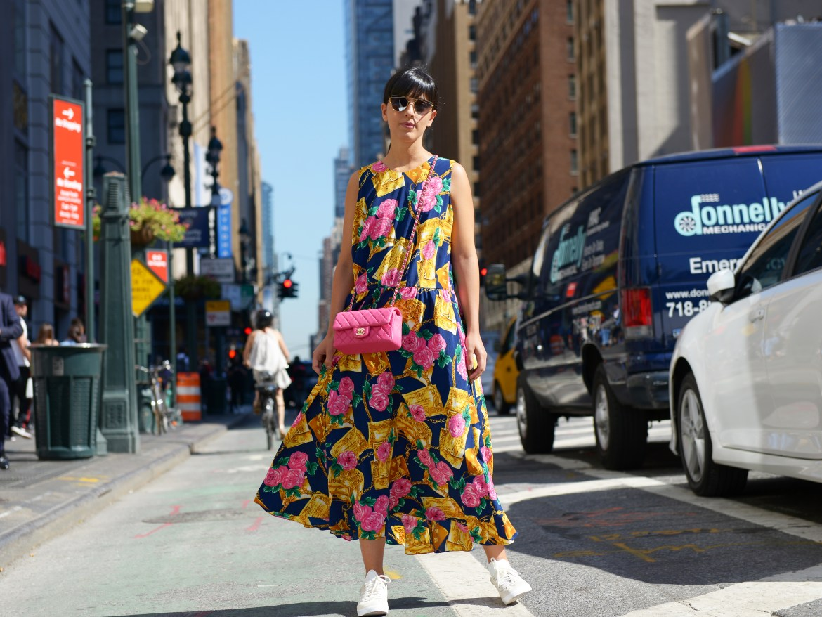 Laura Comolli Streetstyle NYFW day 5 wearing a vintage dress, Adidas Gazelle and Chanel mini bag - Abito floreale lungo: Un look dall'estate all'autunno