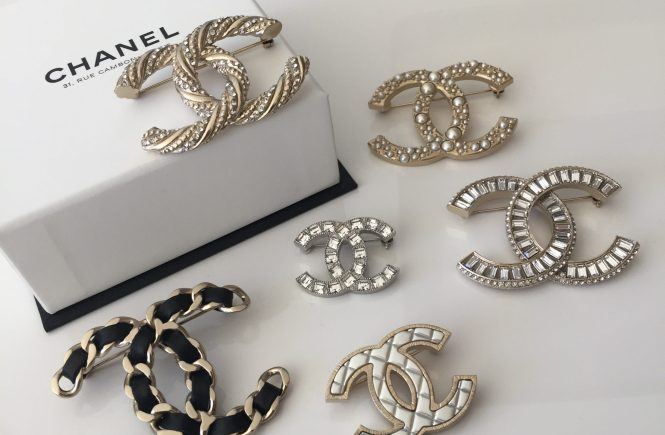 10 ways to wear a brooch. Chanel brooches.