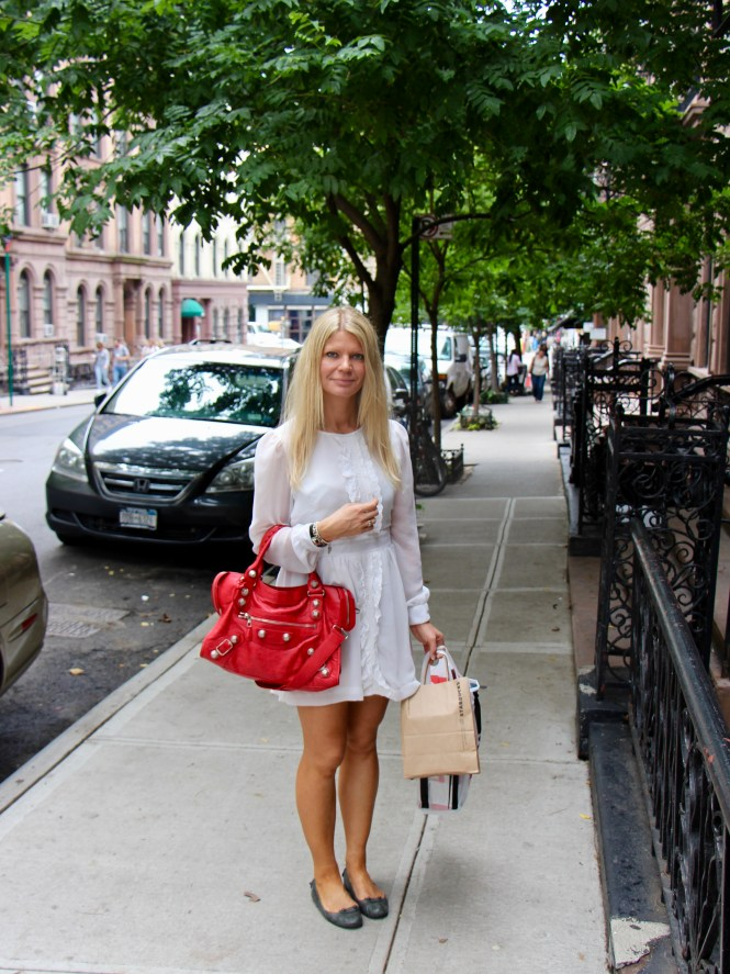Red handbags and how to style them