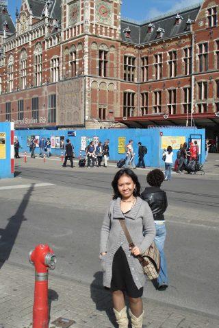 Penasaranku akan Red Light District Amsterdam. Depan Stasiun Amsterdam