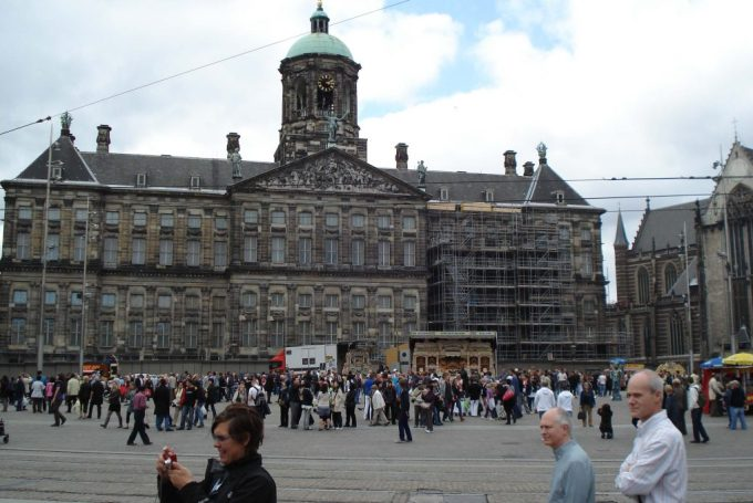 Serunya ke Museum Madame Tussaud Amsterdam. Ramainya Amsterdam