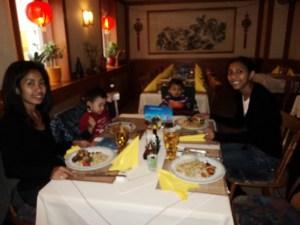 Makan Bersama kedua temanku dan anak-anak mereka