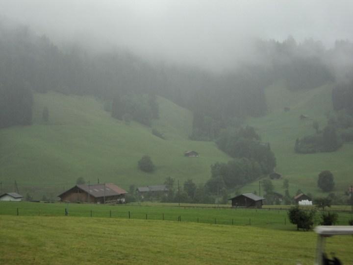 Pemandangan Alam Swiss dari Balkon Dapur.