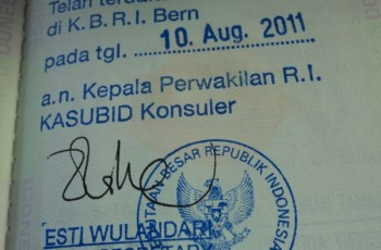 Stempel lapor diri  di KBRI Swiss