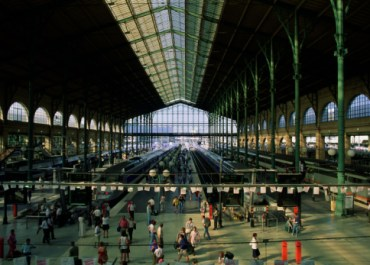 Paris, interior of train station. Website Pembelian Tiket Kereta Api di Eropa