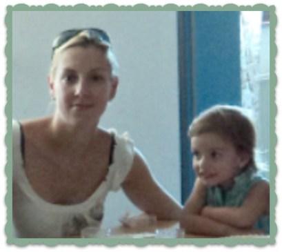 Timea dan Putrinya Dora