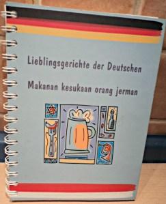 """Berguna sekali Beli Buku Masak """"Lieblingsgerichte der Deutschen"""" (Makanan kesukaan orang Jerman), ga mahal dan saya bisa praktekin resep-resep Masakan Jerman"""