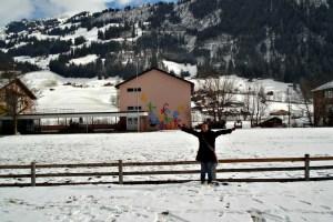 Jungfraujoch, Mt. Pilatus, dan Mt. Titlis Swiss. Depan Sekolahan Zweisimmen, Switzerland