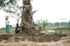 Entah Legal atau Ilegal Penambangan Intan dan emas di Banjarmasin, alat-alatnya sangat sederhana