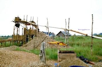 Penambangan Intan dan emas di Banjarmasin.