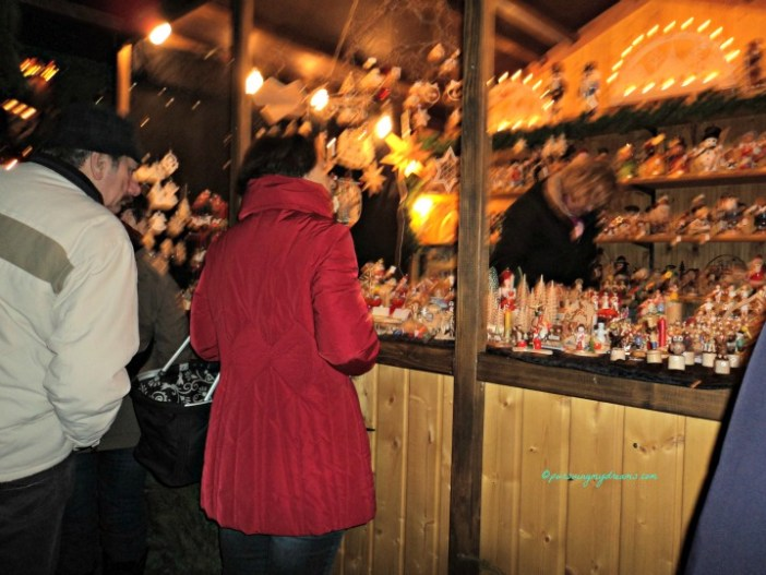 Stan pasar Natal di Kota Tua Bad Wimpfen Jerman