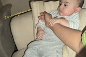 Tangan mama Ben pinjam dulu ya, kalau sudah bosan Ben balikin