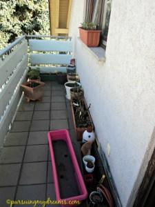 Pemandangan balkon depan