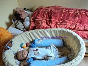 Benjamin tidur siang bareng bapaknya, Ben setelah imunisasi pertama badan Ben bukan panas melainkan jadi dingin. 22.10.2014