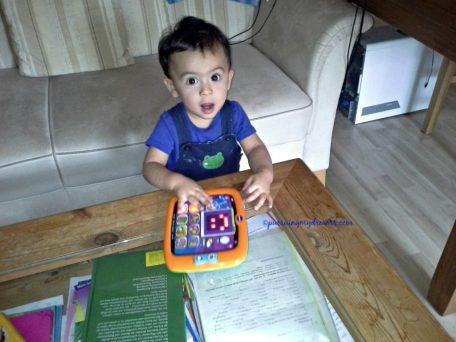 Benjamin juga punya tablet