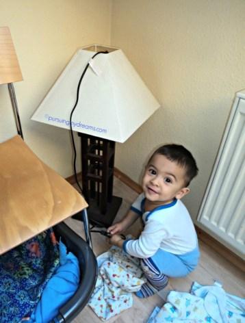 Ben ganteng lampu tidak bakalan nyala, kan kabelnya tidak di colok ke listrik tuh haha.