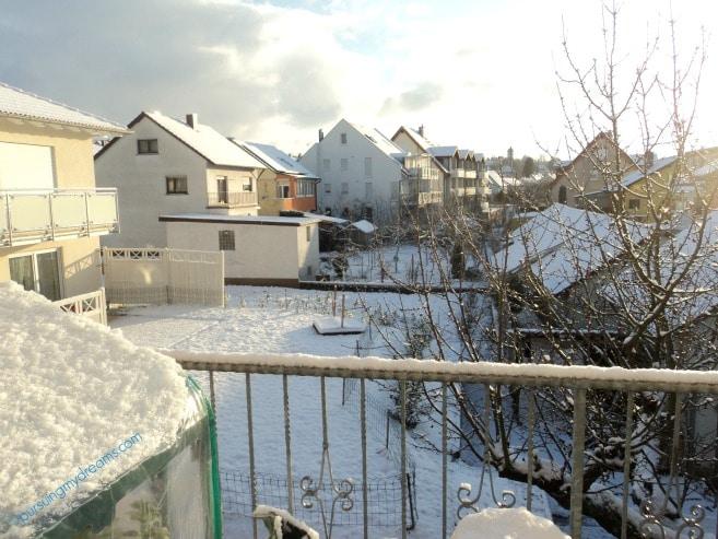 Akhirnya Turun Salju yang Awet. Foto ini yang paling indah buat saya. Matahari bersinar cerah membuat hamparan salju terlihat manis kan :)
