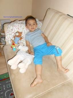 Benjamin dan boneka kesayangannya