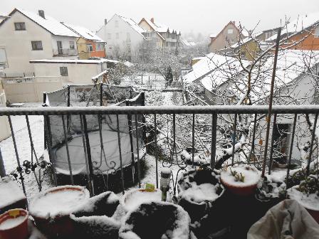 Pemandangan Salju di balkon